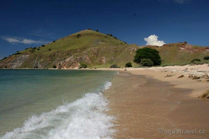 Pláž ostrova Laba v NP Komodo