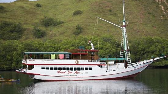 Obytná loď Perama