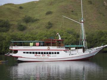 Loď Perama