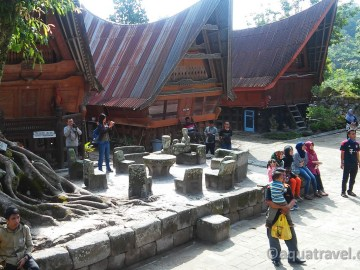Kamenný nábytek bataků na Samosiru