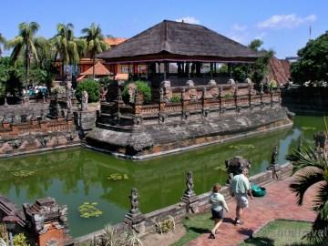 Klungkung Bale Kambang plovoucí pavilon
