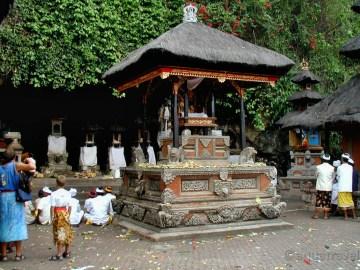 Goa Lawah - netopýří jeskyně, významný chrám Bali
