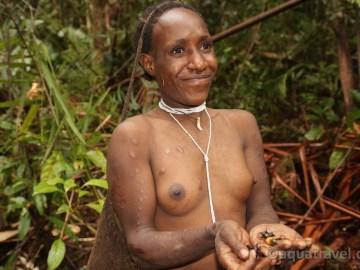 Ságoví červi pochoutka domorodců
