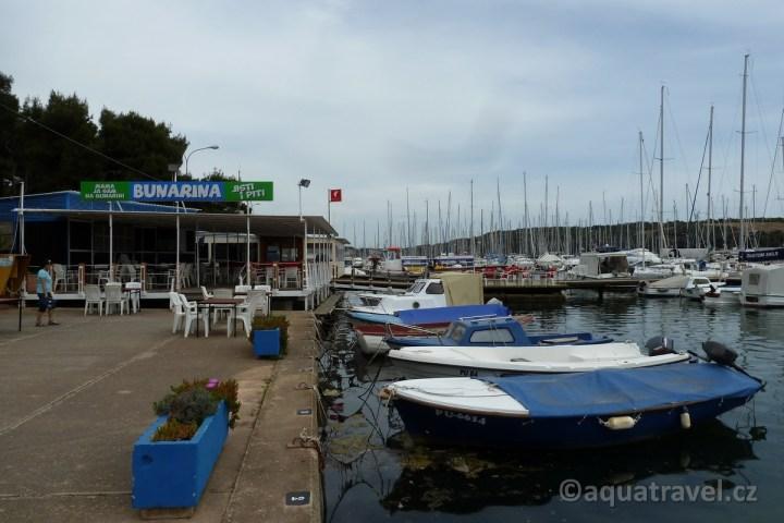 Bunarina přístav a restaurace
