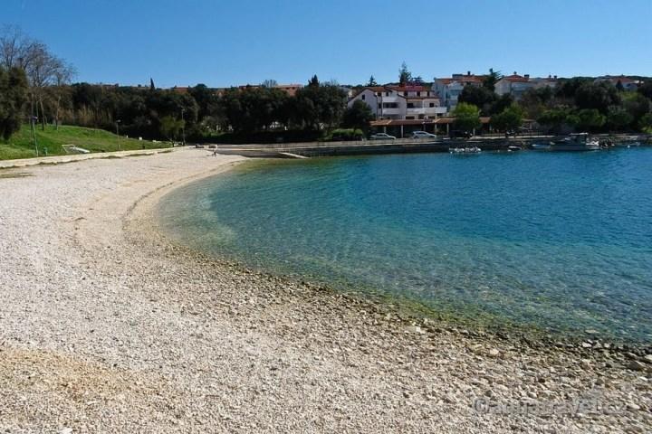 Pješčana Uvala pláž na jaře