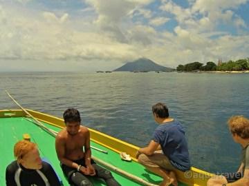 Na lodi u Bunakenu v pozadí Manado Tua