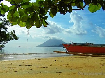 Ostrov a sopka Manado Tua