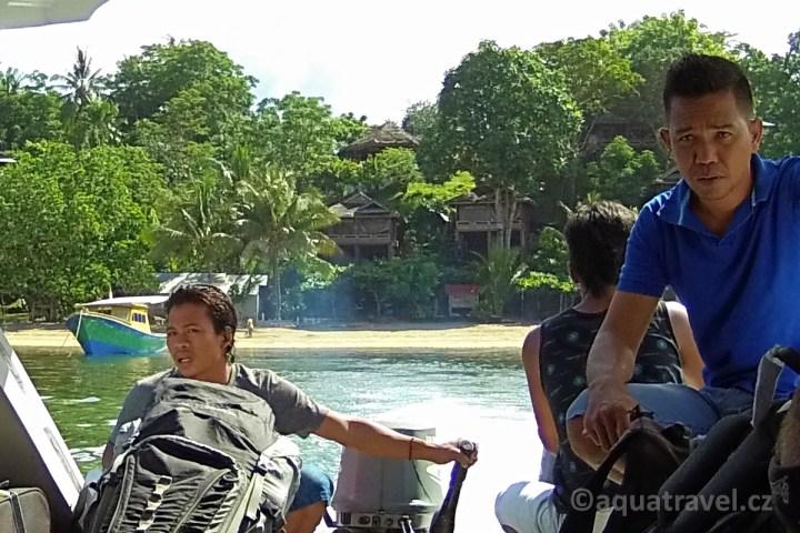 Odjezd člunem z Bunaken