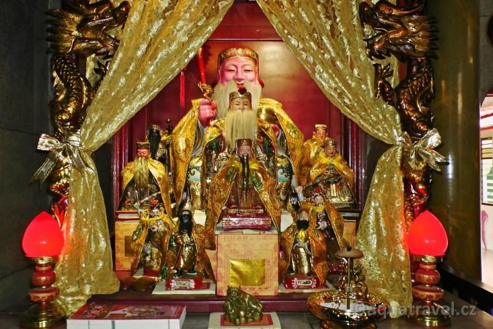 V čínském chrámu