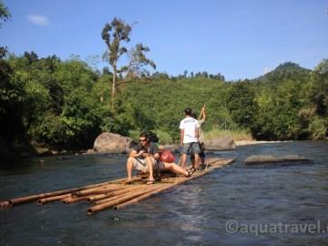 Plavba na bambusovém voru Kantawanem