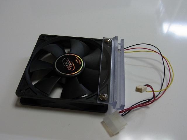 PCファンと固定具の組み合わせ方