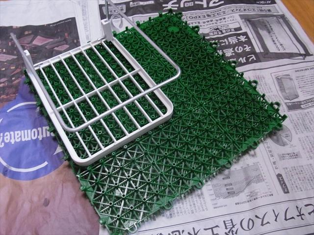 人工芝と棚のサイズ合わせ