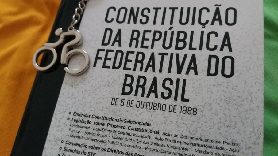 02_Aquela_que_pedala_Patria_amada_Luciana_Vieira