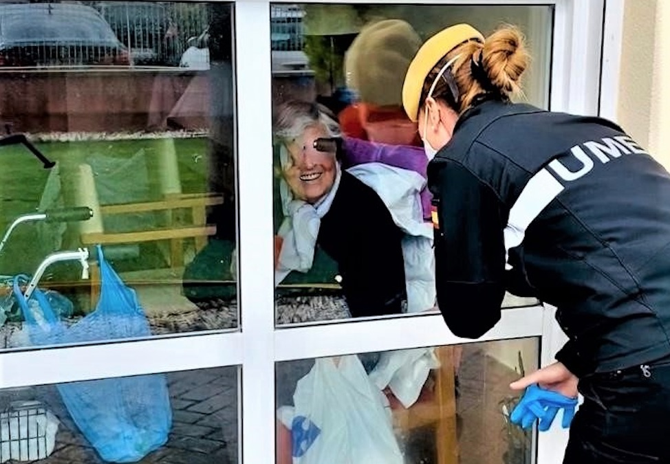 Agentes de la UME visitan residencias de ancianos durante la pandemia de la COVID-19 en 2020