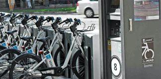 Estacionamiento para bicicletas eléctricas del servicio público BiciMad en Madrid