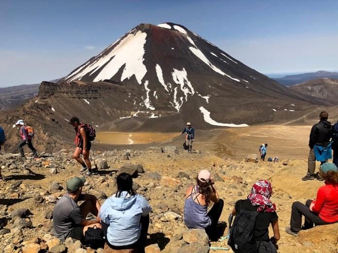 Descanso en la ruta para contemplar el volcán