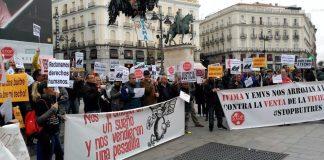 Manifestación vecinal en Sol contra la venta de viviendas públicas a fondos buitre