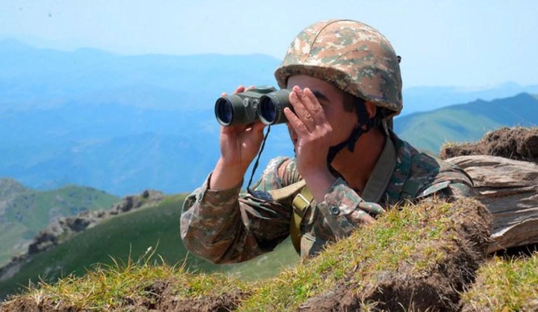 Soldado armenio vigila frontera Azeirbayán