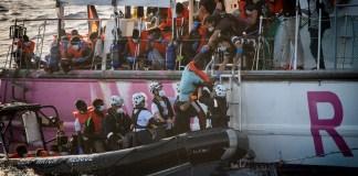 Rescate de personas migrantes por Sea-Watch en el Mediterráneo © Thomas Lones