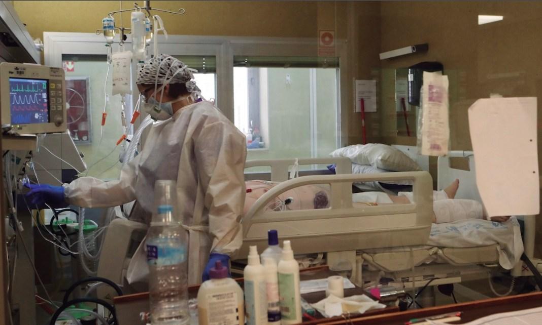 La UCI del Hospital Central de la Defensa tuvo que ampliar su capacidad durante la pandemia para atender a los pacientes covid que llegaban muy enfermos.