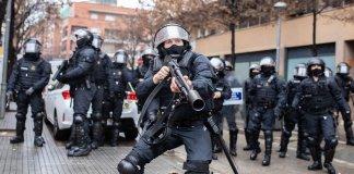 Ataque de un agente de los Mossos al fotoperiodista Joan Gálvez, 7FEB2021
