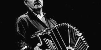 Astor Piazzola con el bandoleón