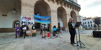 Protestas en Cáceres (España) por la instalación de una mina de litio en las afueras de la ciudad
