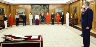 El rey, Felipe VI, el presidente del Gobierno, Pedro Sánchez, las vicepresidentas y los nuevos ministros y ministras, momentos antes del acto de toma de posesión en el Palacio de la Zarzuela (Madrid) Lunes 12 de julio de 2021