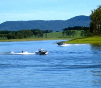 LAKE TINAROO (Tablelands)
