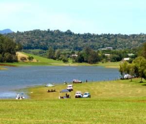 LAKE TINAROO (Cairns), QLD