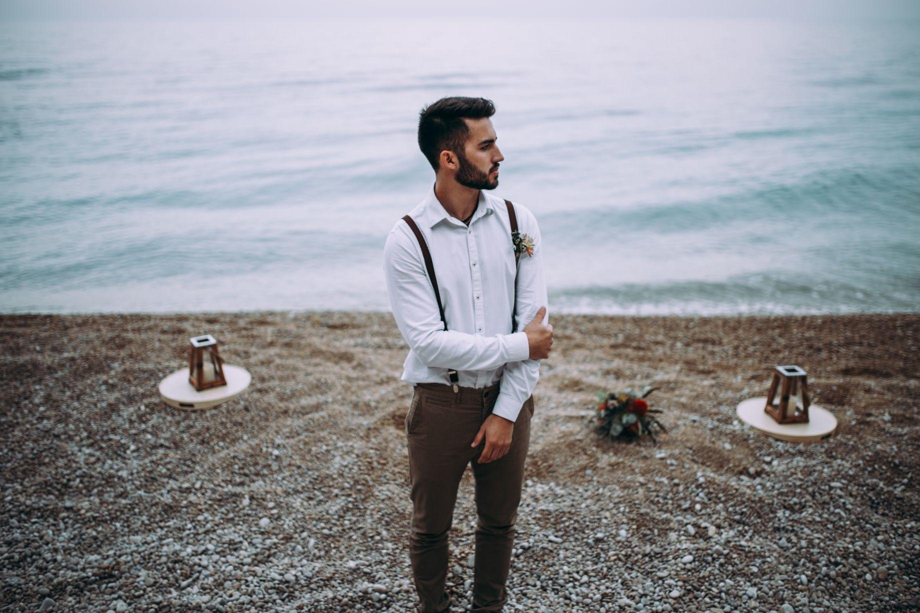 Look novio bohemio en la playa