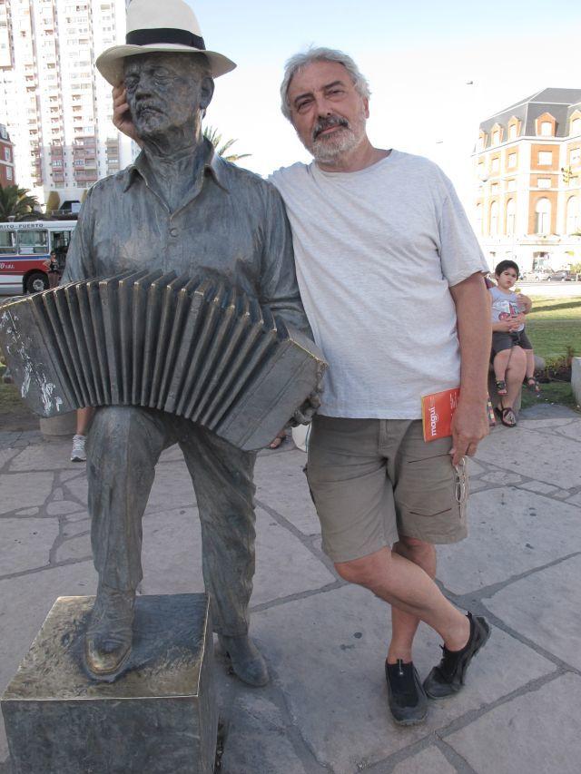 mar del plata estatua piazzolla