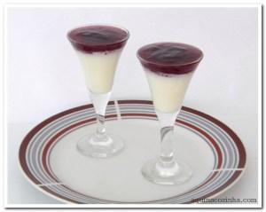 Panna Cotta com Calda de Vinho