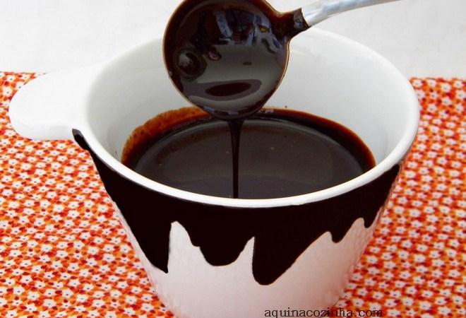 xícara com Calda de Chocolate