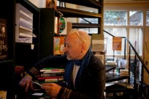 """Carsten Wist, Buchhändler aus Leidenschaft und seit über 25 Jahren Inhaber des """"Literaturladens"""" in Potsdam."""