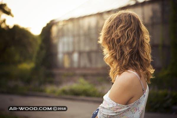 صبغ الشعر في المنام للعزباء