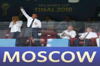 بالفيديو.. الرئيس الفرنسي يحتفل مع اللاعبين في غرفة الملابس