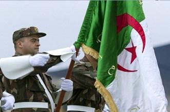 """الجزائر """"تشكر"""" جنودها بالقمع والهراوات"""