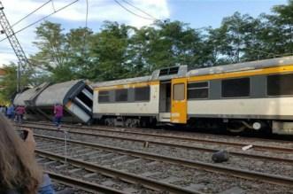 قتيل وعدد من الإصابات بعد خروج قطار عن القضبان فى إسبانيا