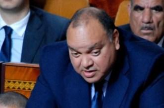 """محامي يتهم برلماني سيدي قاسم بـ""""استغلال اسم الملك"""""""