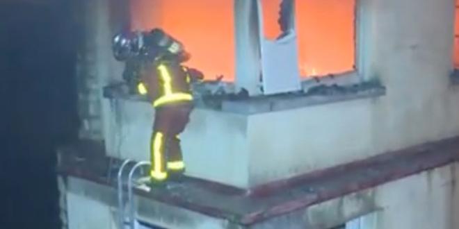 بالفيديو – قتلى في حريق مهول في مبنى سكني بباريس