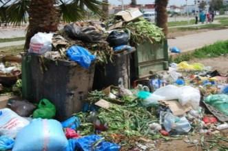 عمال النظافة يهددون عمدة المدينة بإغراق الدار البيضاء بالأزبال