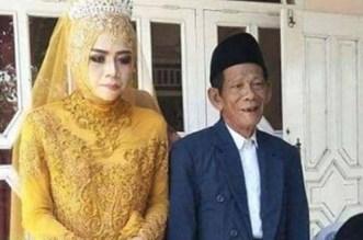 """""""الحب يصنع المعجزات"""".. فارق 56 عاما بين العريس وعروسه"""