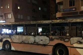 حريق يُحوّل حافلة للنقل الحضري إلى هيكل حديدي مكسو بالسّواد