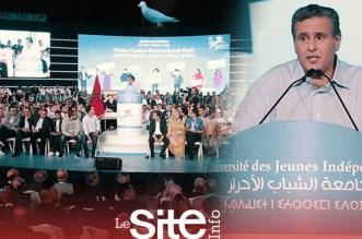 """بحضور وزراء وآلاف الشباب.. أخنوش يفتتح جامعة """"الأحرار"""" بأكادير"""