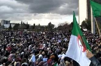 مئات الطلبة يخرجون للاحتجاج رفضا للانتخابات الرئاسية بالجزائر