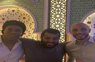 وجبة عشاء تجمع أمرابط برونالدينيو وتركي آل الشيخ