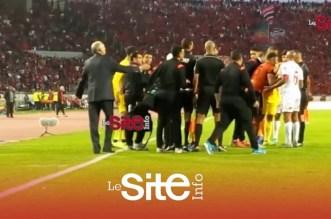بالفيديو.. لحظة طرد بكر الهلالي بعد تصرف لا رياضي خلال مباراة الوداد