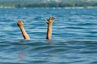 صيادون ينقذون سيدة خمسينية من الغرق