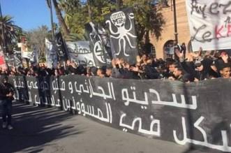 """أنصار """"الكوكب المراكشي"""" يحتشدون في احتجاج أمام ملعب """"الحارثي"""""""